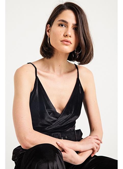 Rue Degaje Yaka Askılı Kadife Bluz Siyah